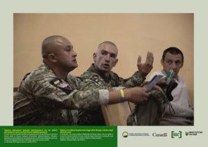Пацієнти військового шпиталю консультуються під час роботи дистанційного пункту до безоплатної правової допомоги